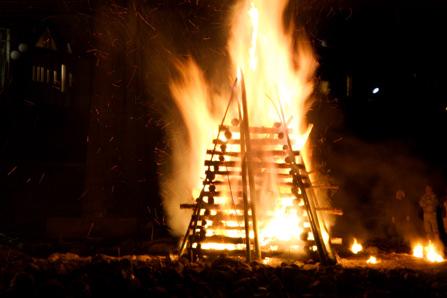 どんどや火祭り
